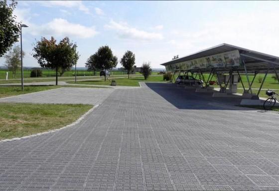 Parkplatz/Außengestaltung Möbelhaus Kohler (DE)