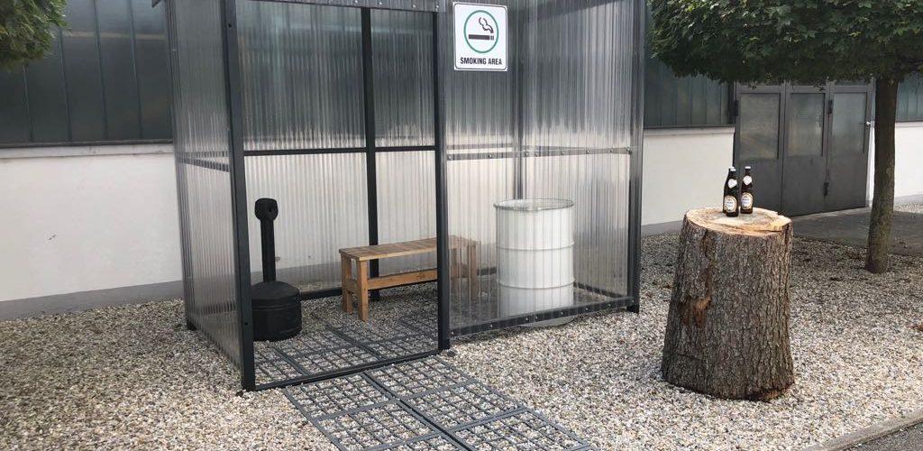 Wegbefestigung und Raucherplatz